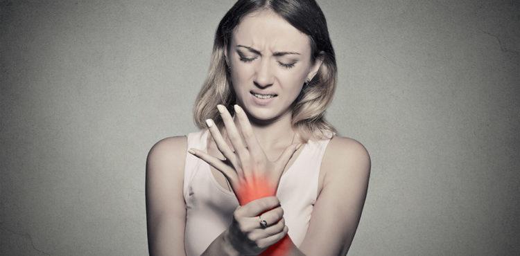 Female-with-arthritis